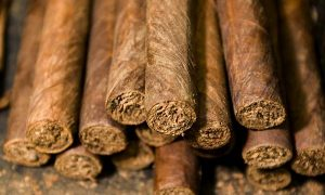 ¿Por qué el tabaco se usa en rituales de limpieza del hogar?