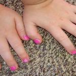 ¿Dejas que tus hijas se pinten las uñas? Lee aquí porqué no es recomendable