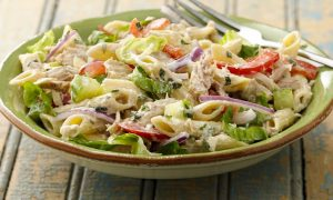 Ensalada fresca de vegetales y pastas