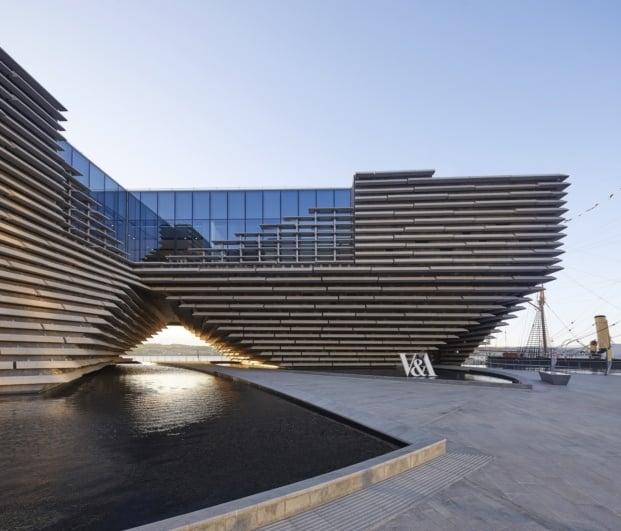 Diseño moderno entre la tierra y el agua