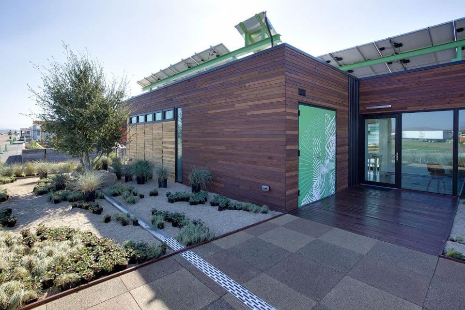 Elegante entrada y fachada de la casa