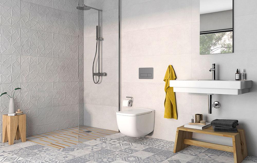 Entre las posibles soluciones para modernizar el baño, se encuentra la modificación de la distribución de los sanitarios.